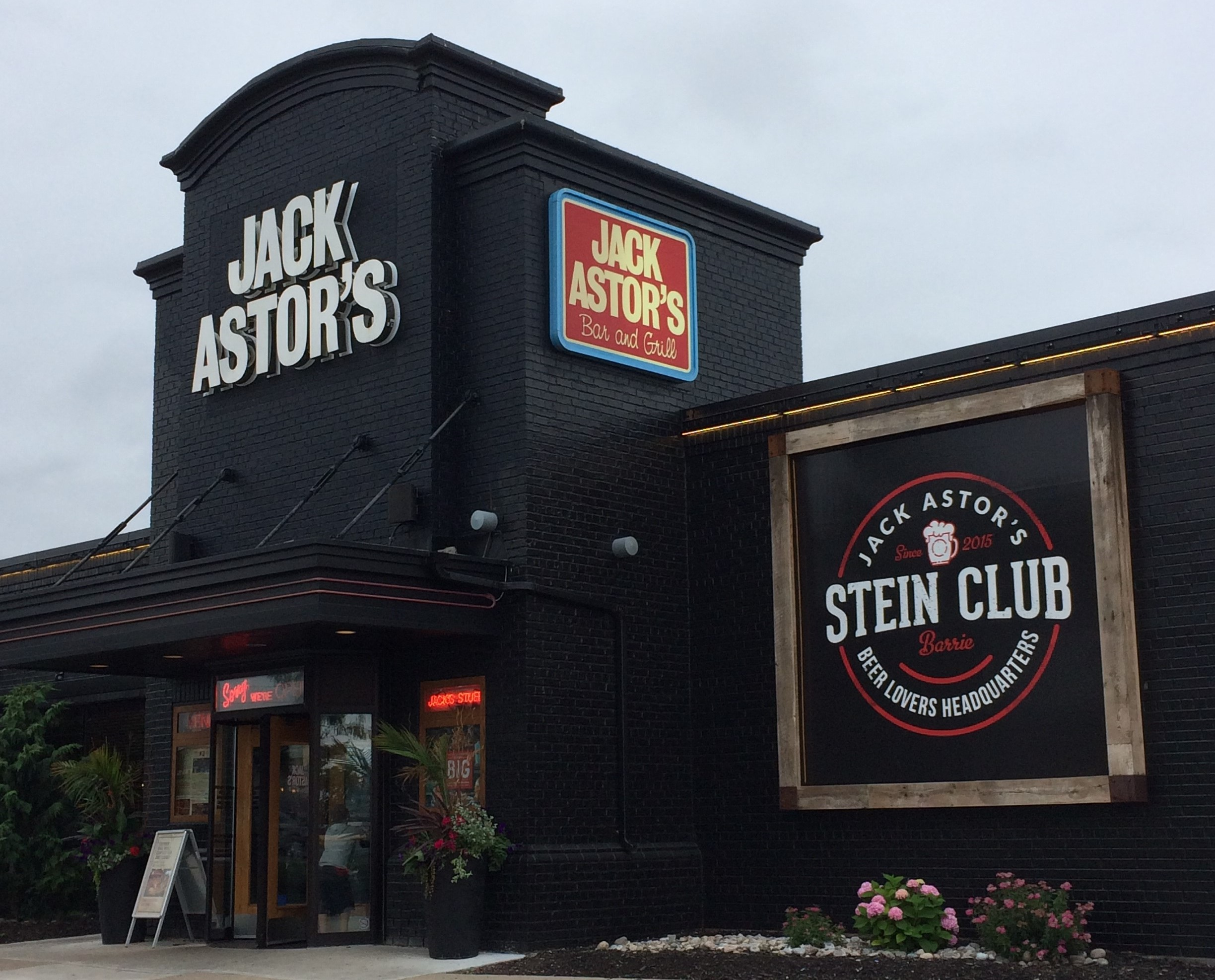 Jack Astor's is Serious About Food — and the Foodservice Energy Challenge!